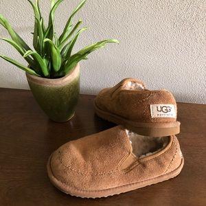 UGG boys size 1 slip on shoe/slipper.